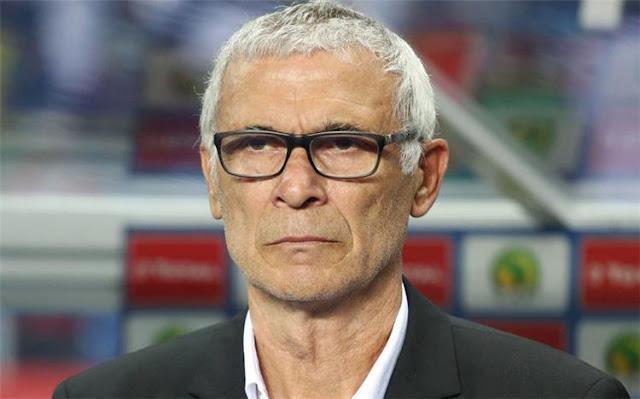 هيكتور كوبر يتعرض لأزمة صحية بعد مباراة منتخب مصر واليونان - تعرف علي التفاصيل