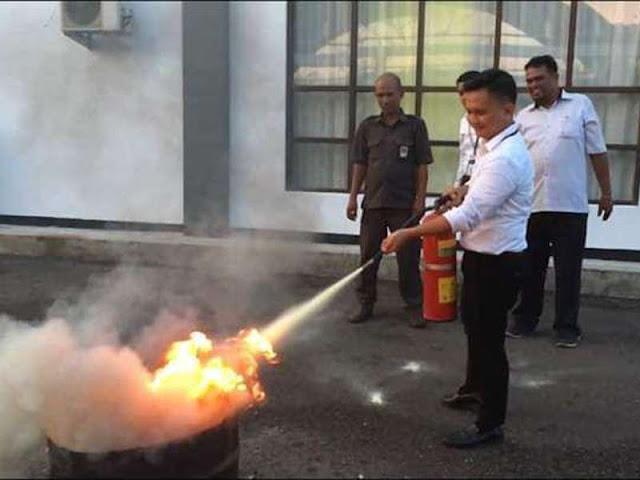 KPPN Saumlaki Berlatih Memadamkan Api