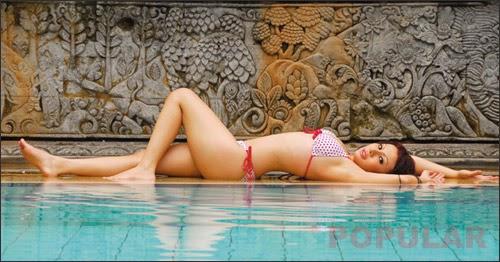 Hot Photo Febby Caroline In Red Love Motif Swimsuit