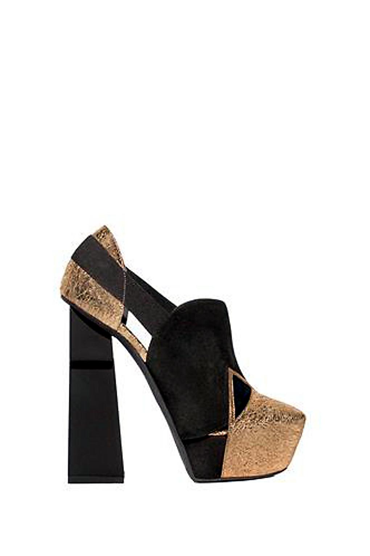 1089da719c Alessandra Lanvin hat ihr Label Aperlaï erst vor drei Jahren gegründet und  bereits erfolgreich etabliert. Ihr Signature-Schuh ist das graphisch  gehaltene ' ...