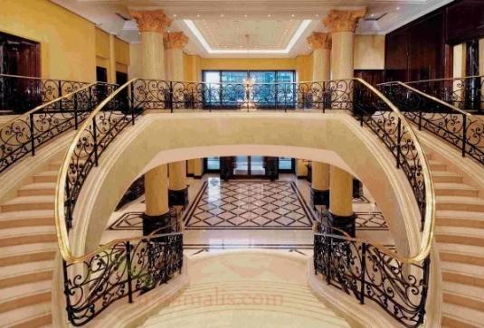 Desain 2 Tangga Rumah Mewah