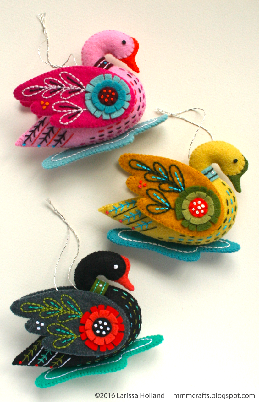 mmmcrafts: Swan a-Swimming pattern now available!