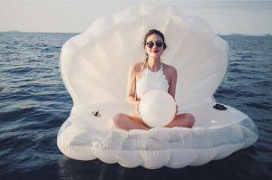 Foto Luna Maya Seksi lagi mandi di laut