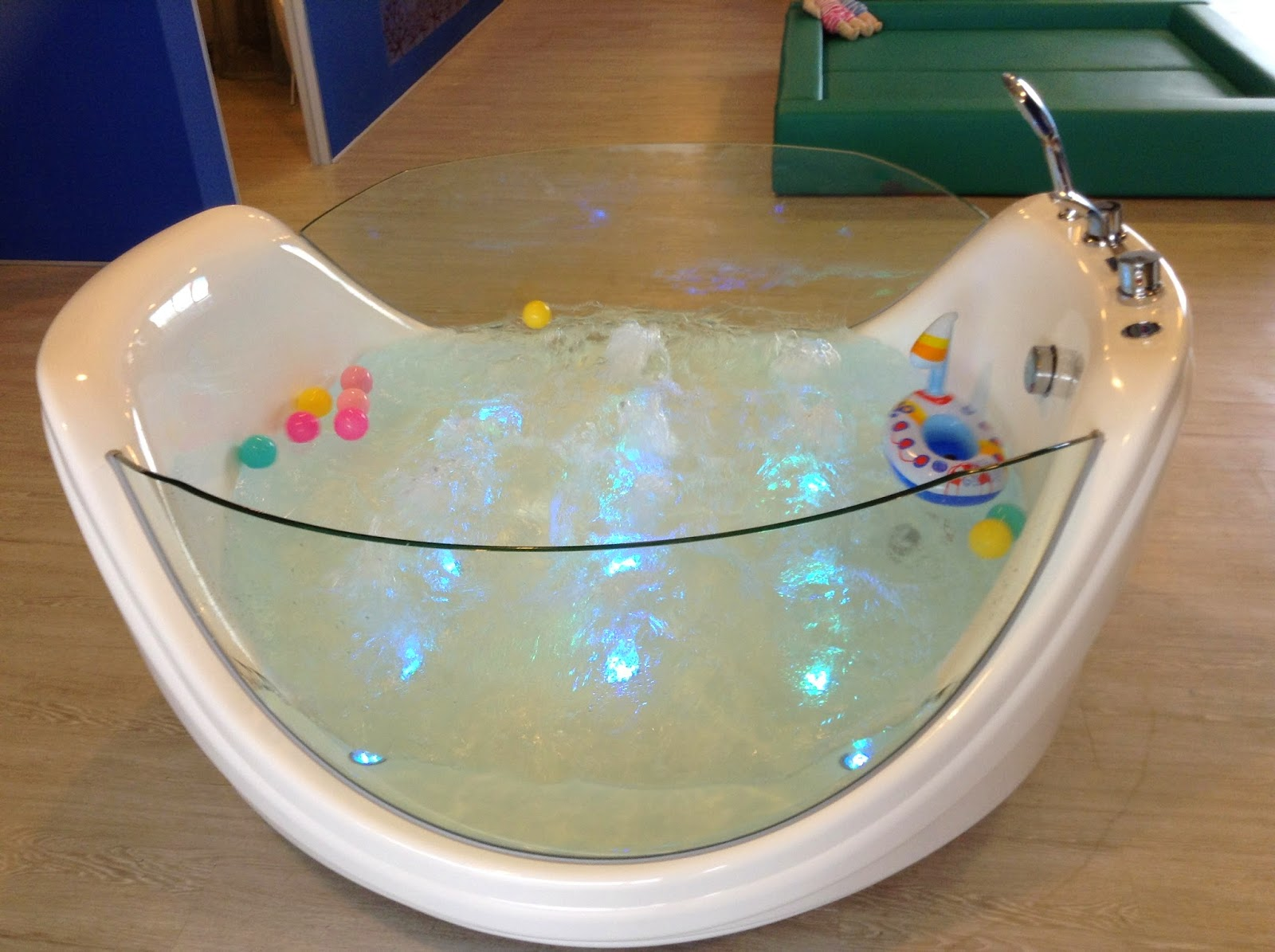 5 Little Angels Giggling Jellyfish Baby Spa