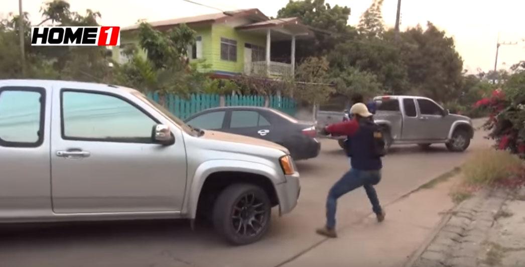 Αστυνομικό κυνηγητό υπόπτου που προσπαθεί να ξεφύγει με το αυτοκίνητο