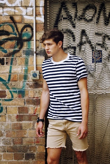 Look Masculino com Camiseta Listrada