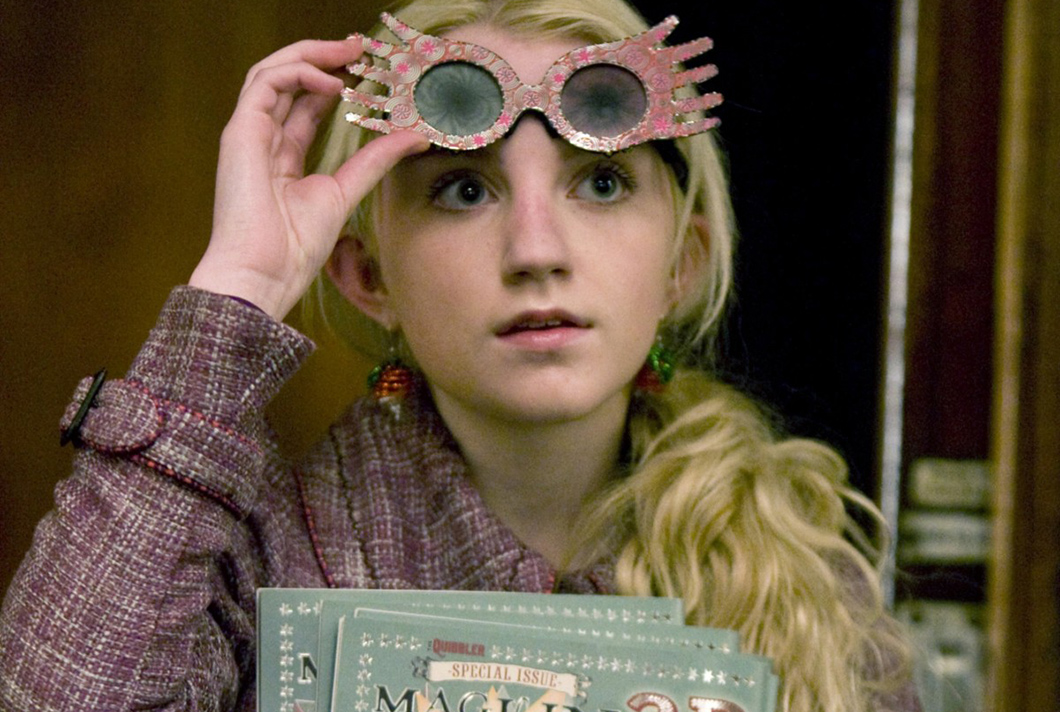 Atriz Evanna Lynch interpreta Luna Lovegood na saga Harry Potter