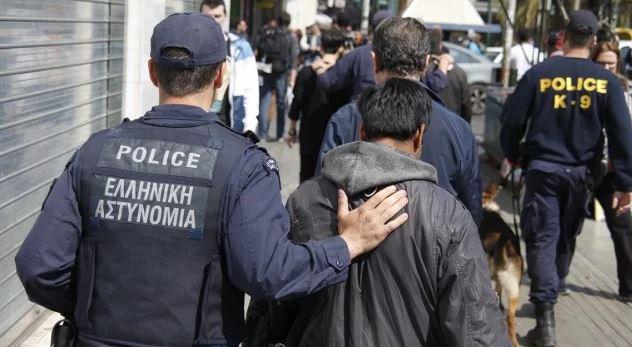 Οργισμένο μήνυμα αστυνομικού: Κυνηγάμε όλη νύχτα Λίβυους, τους πιάνουμε και τους αφήνουν!