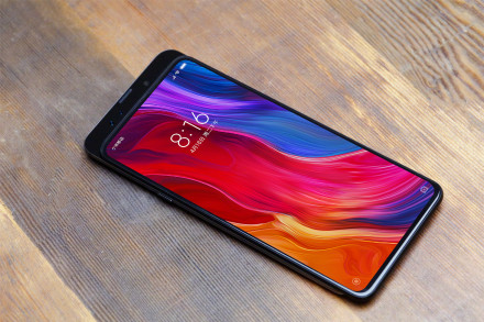 Xiaomi Mi Mix 3 Has a Bezel-Less Display and sliding camera like Oppo Find X