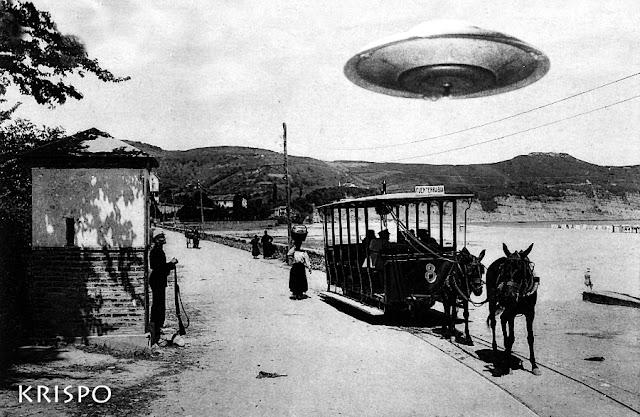 foto antigua de un ovni sobrevolando un tranvía con caballos en hondarribia