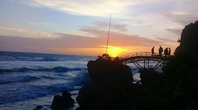 Wisata Pantai Surumanis Ayah Kebumen