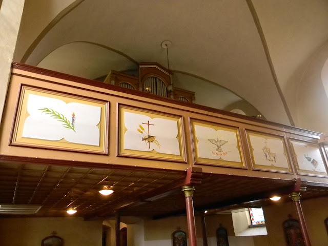 W kościele w Kłobuczynie jest chór z organami.
