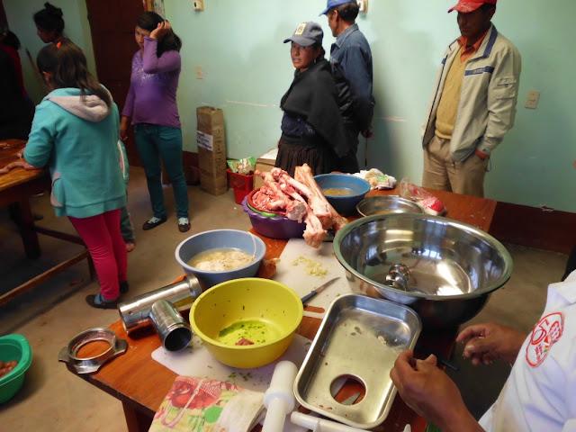 Schüler werden an das Fleischerhandwerk herangeführt