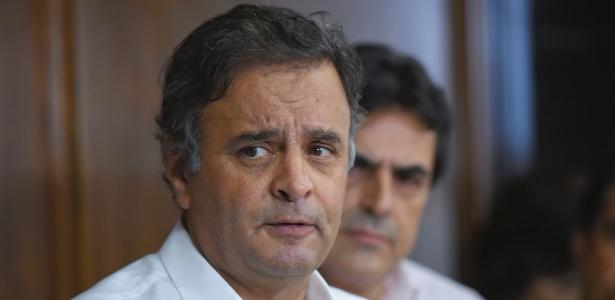 Avião com Aécio Neves faz pouso de emergência em Guarulhos