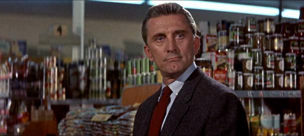 Imagen de 'Un extraño en mi vida (1960)' - Larry Coe (Kirk Douglas) en un supermercado