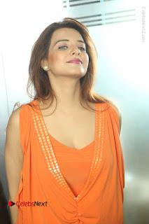Actress Saloni Aswani Pos in Short Dress at Meelo Evaru Koteeswarudu Movie Interview  0264.JPG