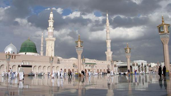 Bapak-bapak yang sering ke masjid