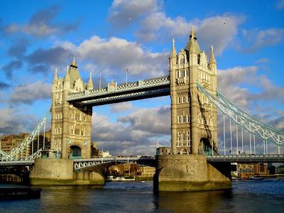 Resultado de imagen de tower bridge antigua maquinaria a vapor