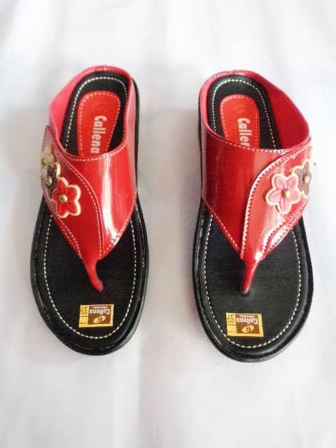 Sandal wanita Callena model Japit Merah