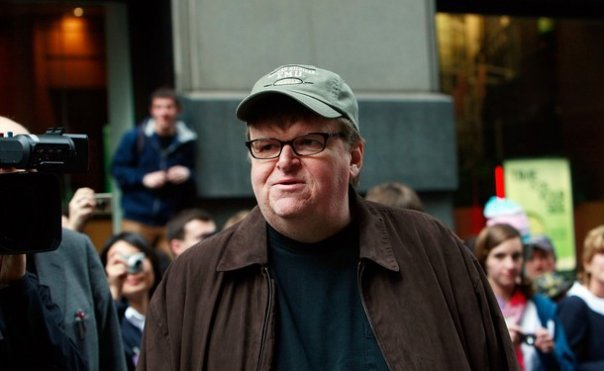 Chamar Michael Moore de documentarista é quase uma piada