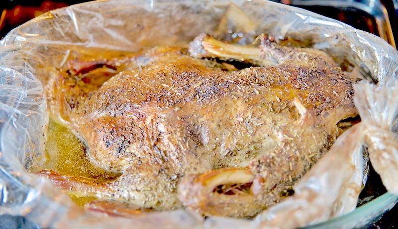 Kaczka pieczona z jabłkami przepis, jak upiec kaczkę, jak upiec kaczkę aby była soczysta, kuchnia, kaczka pieczona w rękawie, kaczka pieczona w piekarniku