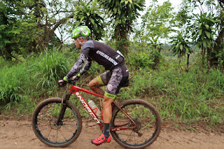 Bicycle race through Puriscal
