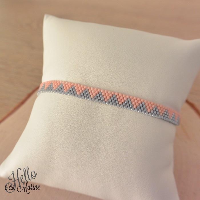Bracelet Miyuki triangles rose et gris, facile, par Hello c'est Marine