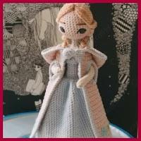 Princesa con capa amigurumi