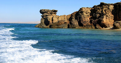 This calcareous and generally low-lying island is also known for its wildlife, including birds, gazelles and dolphins.