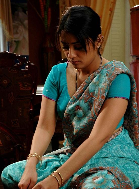 Nikitha Thukral Looking Hot in Blue Saree