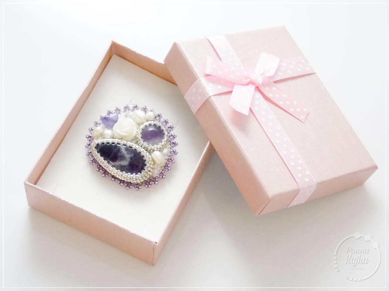 broszka, haft koralikowy, bead embroidery, rękodzieło, handmade, biżuteria, ametyst, perła seashell, perła naturalna, fire polish, toho, miyuki, miyuki delica,