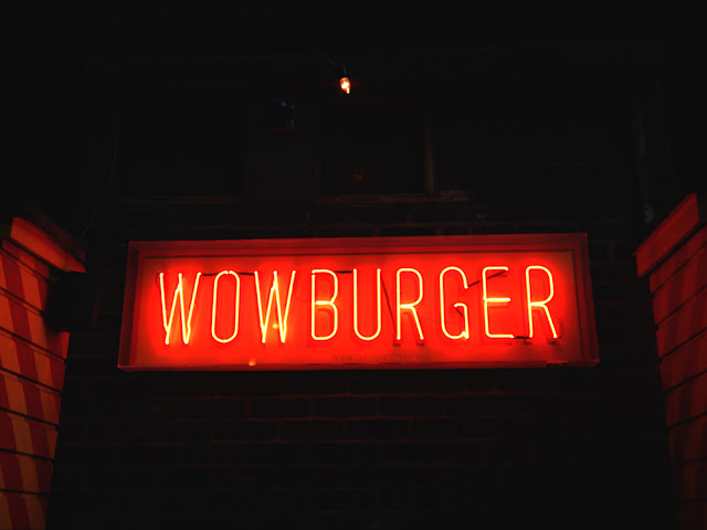 Wowburger neon sign