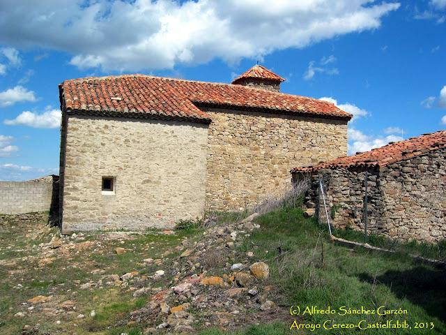 arroyo-cerezo-iglesia-san-joaquin-fachada-lateral
