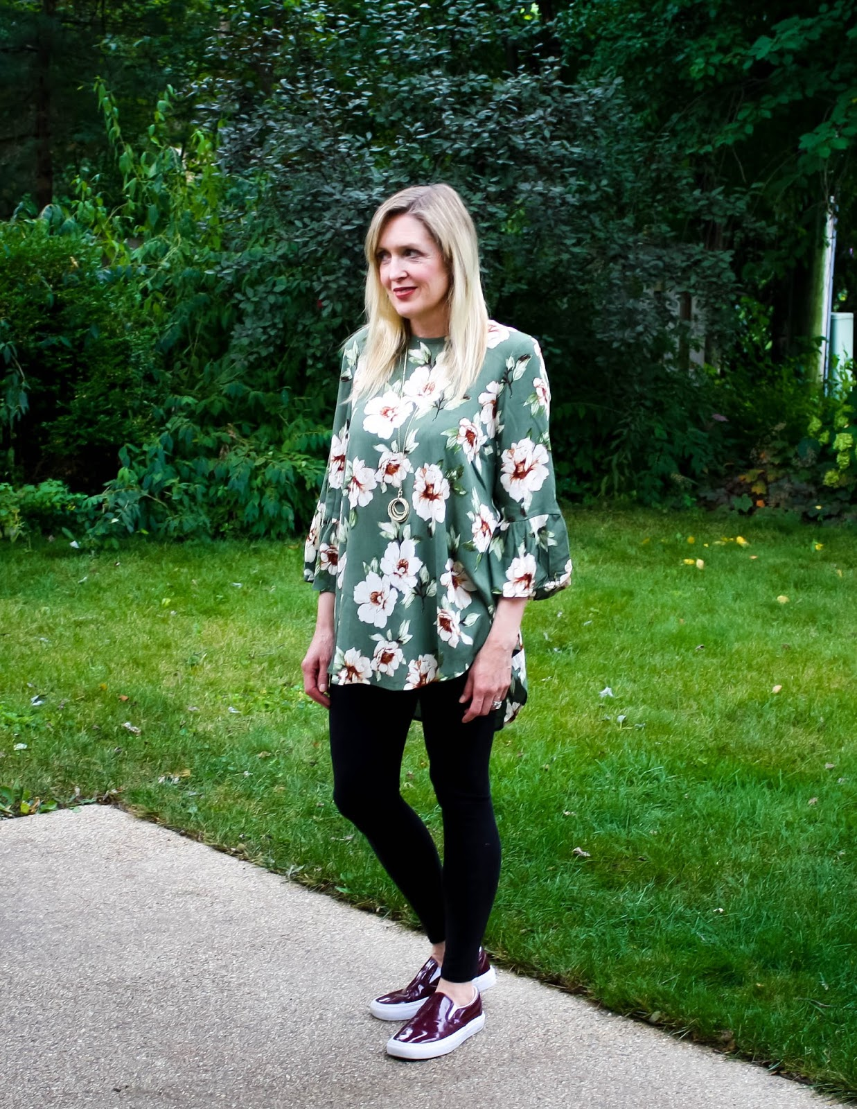 Travel Style: Olive Floral Tunic with Leggings and Sneakers