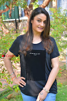 Tamil Actress Sonia Agarwal Pos in Denim Jeans at Unnaal Ennaal Movie Shooting Spot  0007.jpg