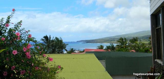 Vista para o mar do salão do café da manhã do Tupa Hotel, na Ilha de Páscoa