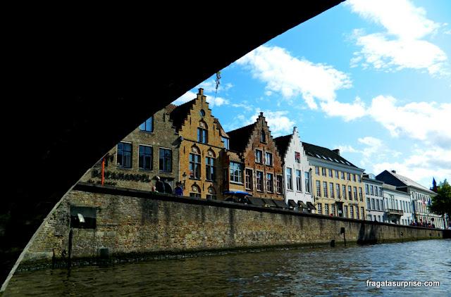 Passeio de barco pelos canais de Bruges, Bélgica