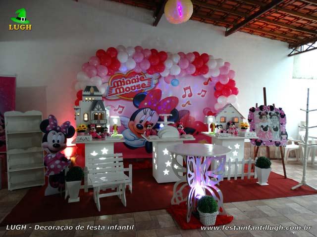 Decoração da mesa do bolo de aniversário tema Minnie com vestido rosa para festa infantil - Barra - RJ