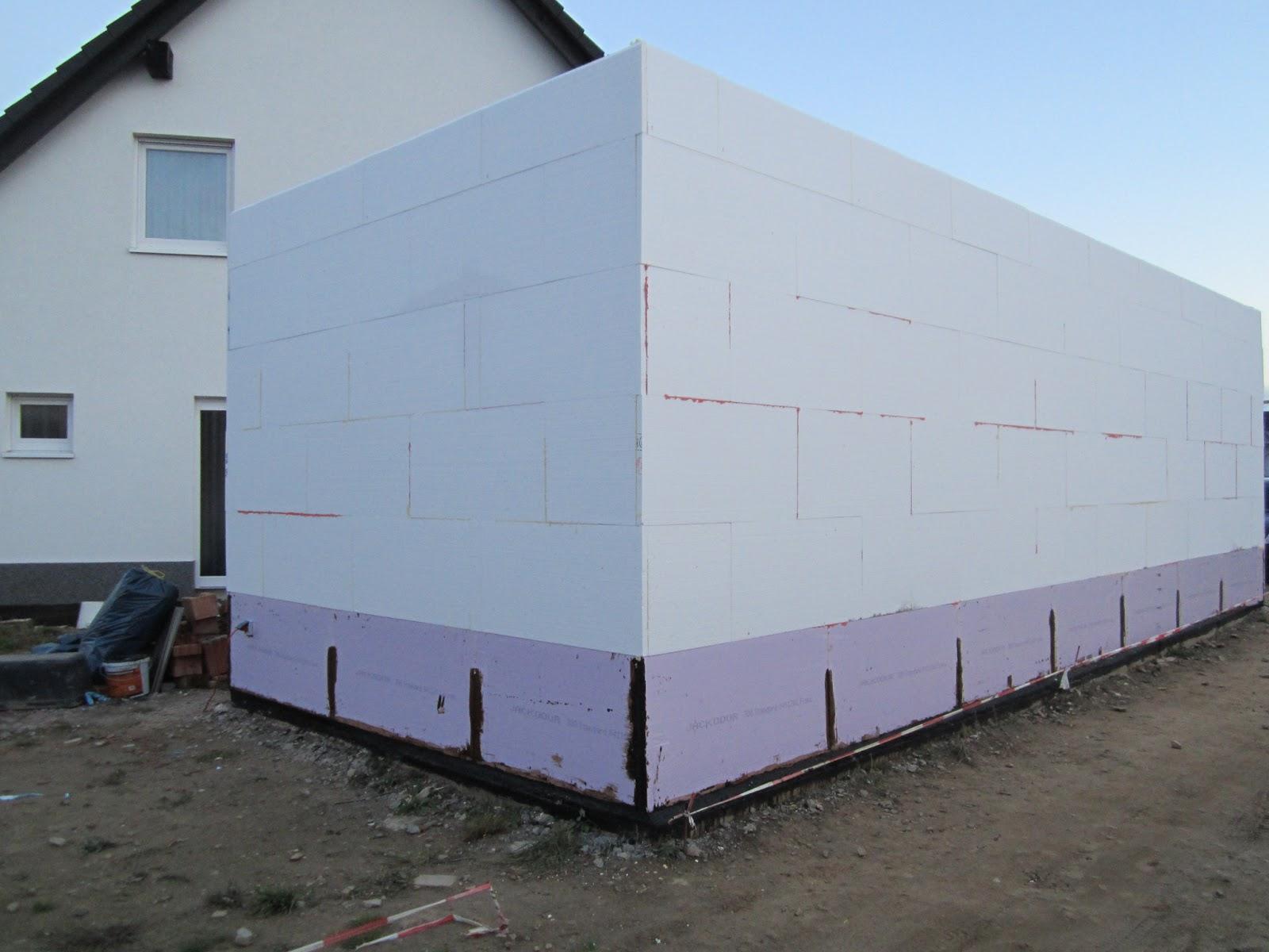 unser hausbau garage in eigenleistung d mmung als putztr ger fertiggestellt. Black Bedroom Furniture Sets. Home Design Ideas