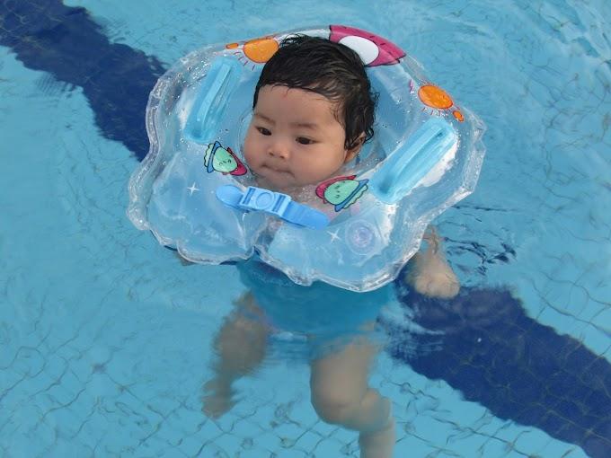 Bawa bayi 3 bulan berenang