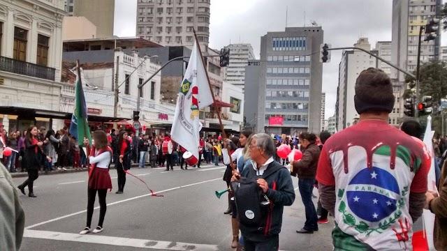 1 ano do massacre, professores novamente saem as ruas