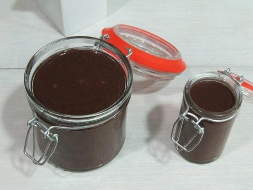 Tarros de crema de cacao y avellanas