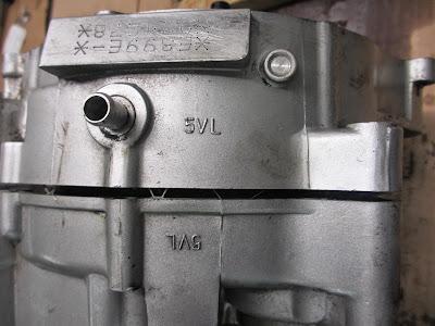Yamaha YBR 125 clutch removal ( engine repairs )
