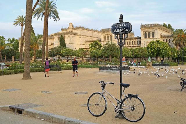 Plaza de América en el Parque de María Luisa de Sevilla
