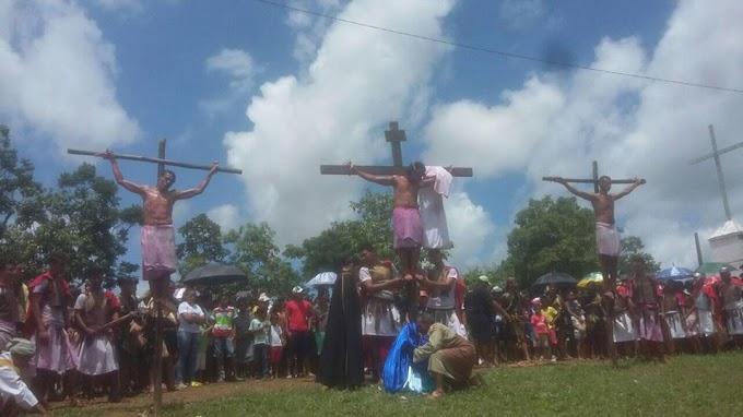 Caxias: Católicos revivem a Paixão de Cristo