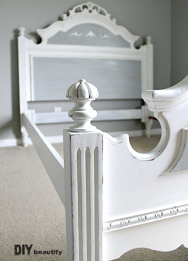 Wow! Find out how to paint an oak bed and give it a French Country makeover at DIY beautify!