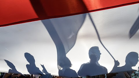 Több ezer pedagógus tüntet Varsóban a béremelésért folytatott sztrájk megtámogatasára