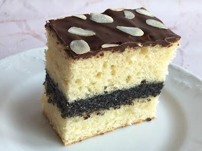 Proste ciasto przełożone makiem