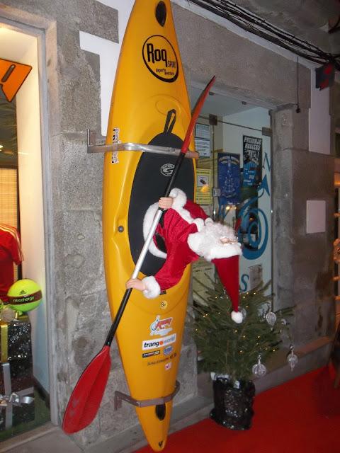 Papa Noel en Piragua
