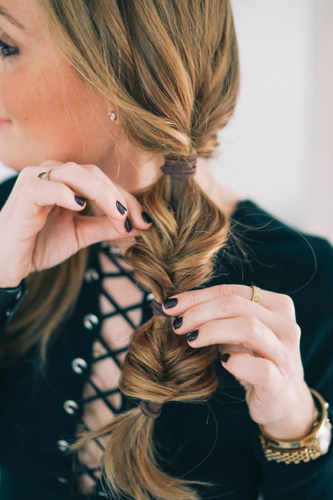 Wie Style ich meine Haare - Zwei Zöpfe mal anders